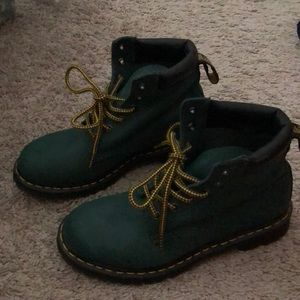 Dr. Martens 👞 NEVER WORN green boots
